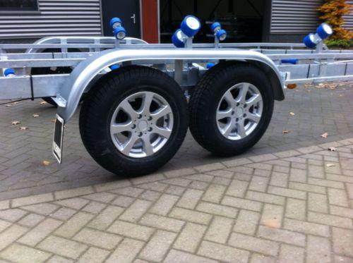 Leichtmetallfelgen GRAU + Reifen 185 R14 900 kg
