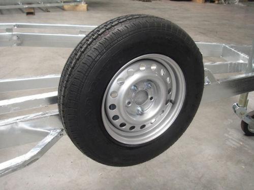 Reserverad 185 R14 900kg: Reserveradhalterung